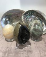 Les Sculptures crânes-bouddhas-cœurs-œufs...